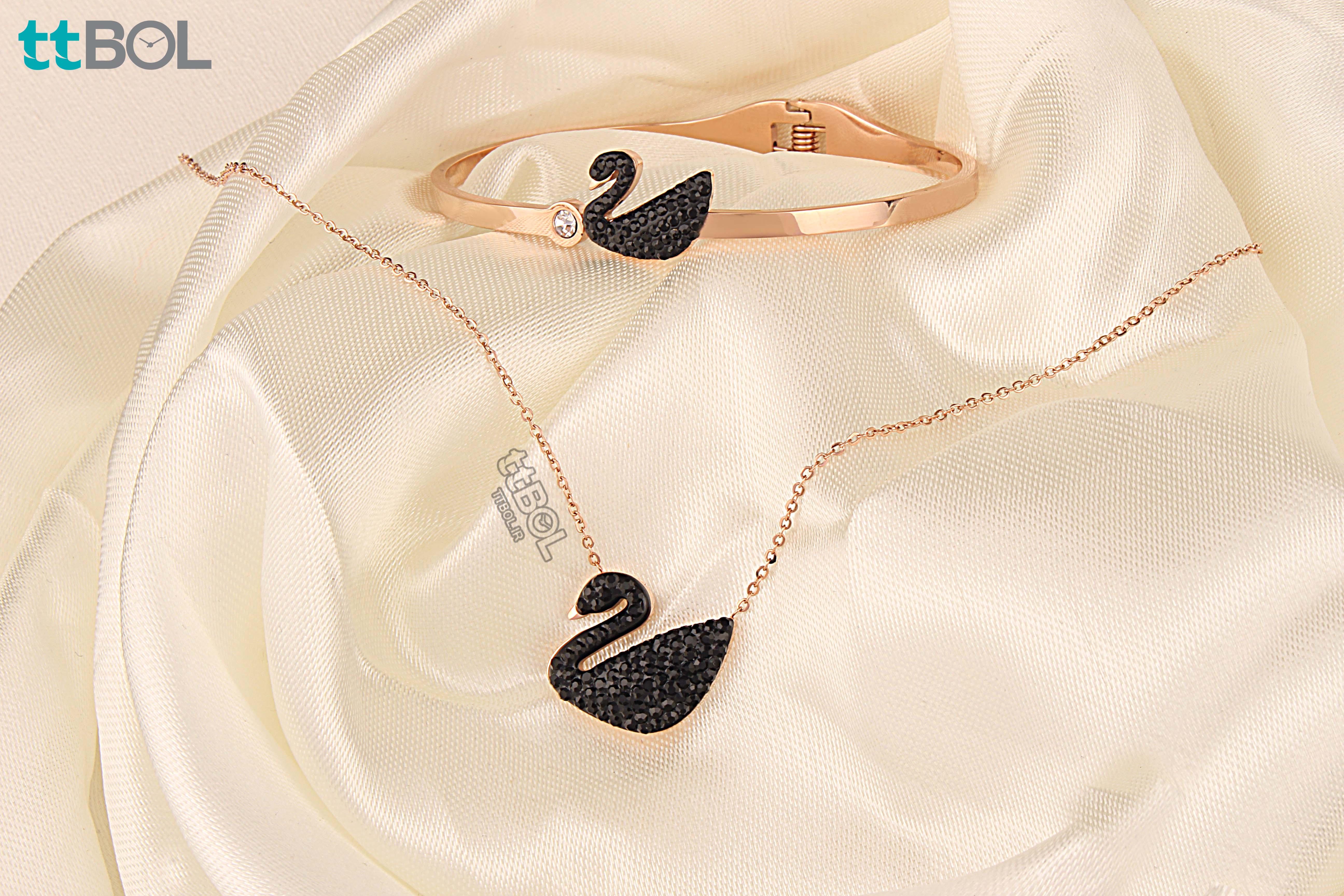 گردنبند و دستبند زنانه