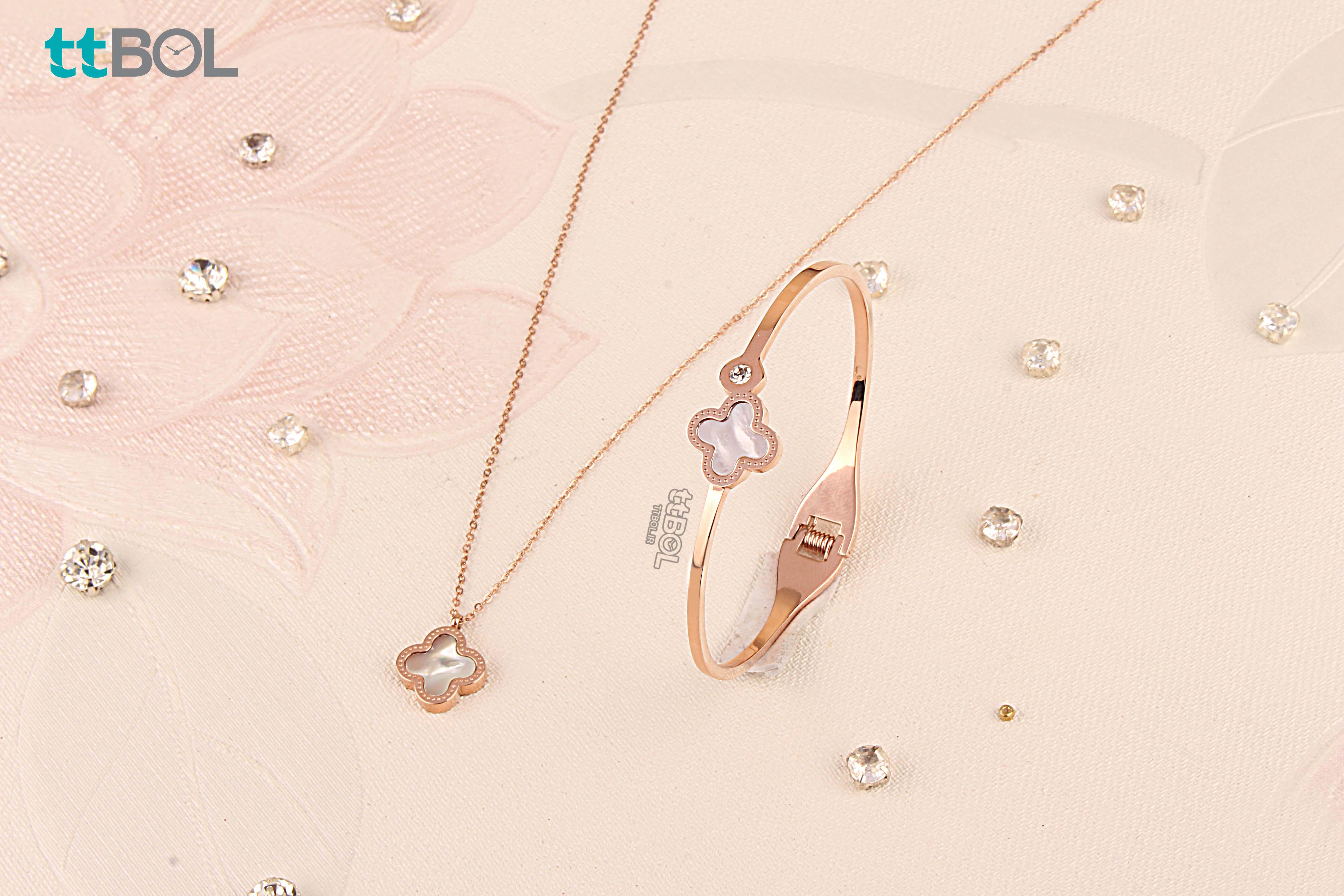 گردنبند و دستبند زنانه خاص