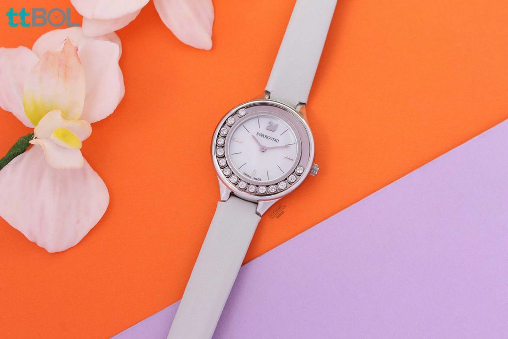 ساعت سواروسکی سفید