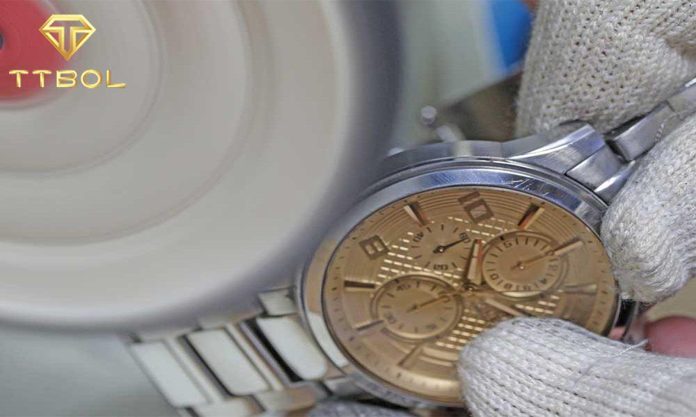 تمیز کردن ساعت مچی استیل